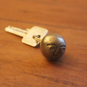 Tender & Co. Plautus Face Ball Keyring Polished Brass